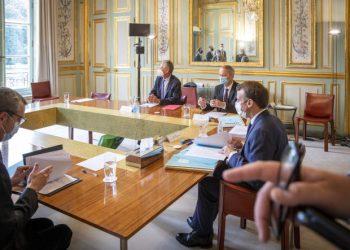 Emmanuel Macron recibe a Olivier Blanchard y Jean Tirole, miembros del comite de expertos